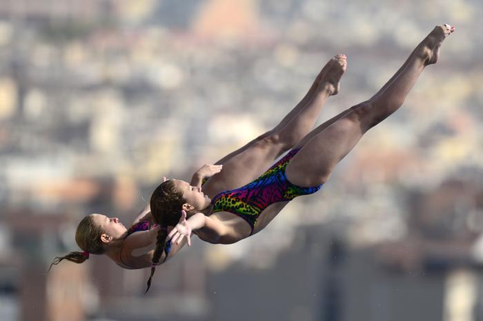 Россиянки Екатерина Петухова и Юлия Тимошинина стали восьмыми в прыжках с 10-метровой вышки на Чемпионате мира по водным видам спорта 22 июля 2013 года в испанской Барселоне. Фото: JAVIER SORIANO/AFP/Getty Images