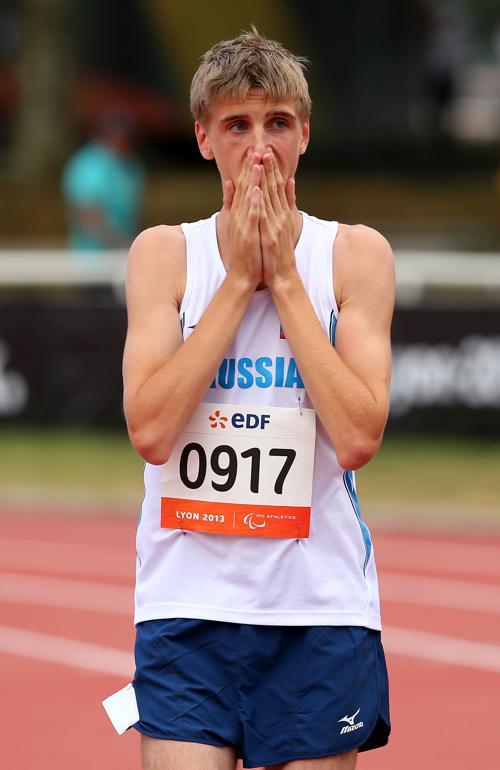 Новый рекорд чемпионата установил 17-летний Дмитрий Сафронов в беге на 100 метров класса T35 на Чемпионате мира по лёгкой атлетике во французском Лионе 23 июля 2013 года. Фото: Julian Finney/Getty Images