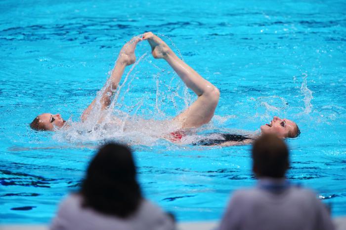 Дуэт Светланы Ромашиной и Светланы Колесниченко стал первым в квалификации на Чемпионате мира по водным видам спорта в испанской Барселоне 23 июля 2013 года. Фото: Alexander Hassenstein/Getty Images