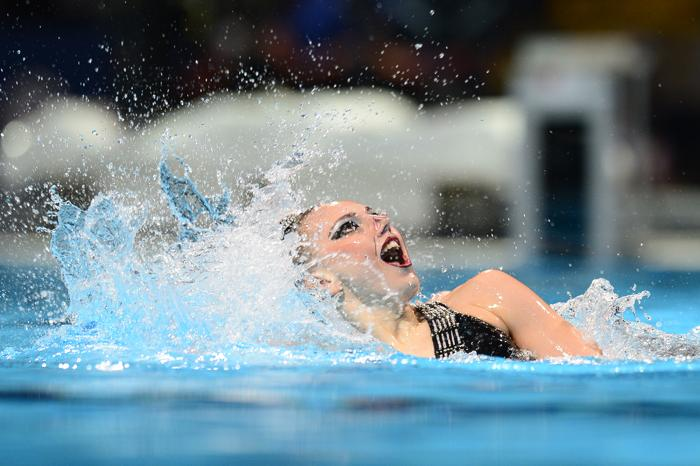 Светлана Ромашина и Светлана Колесниченко стали первыми в произвольной программе дуэтов синхронисток на Чемпионате мира по водным видам спорта в испанской Барселоне 25 июля 2013 года. Фото: LLUIS GENE/AFP/Getty Images