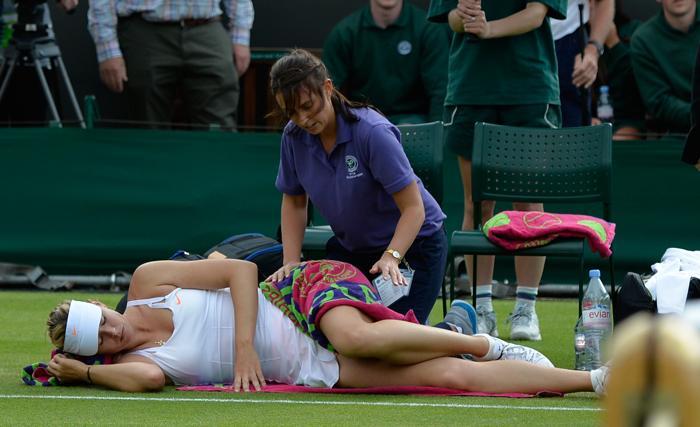 Мария Шарапова проиграла матч второго круга 131 ракетке мира Мишель Ларшер де Бриту и покинула турнир. Фото: ADRIAN DENNIS/AFP/Getty Images