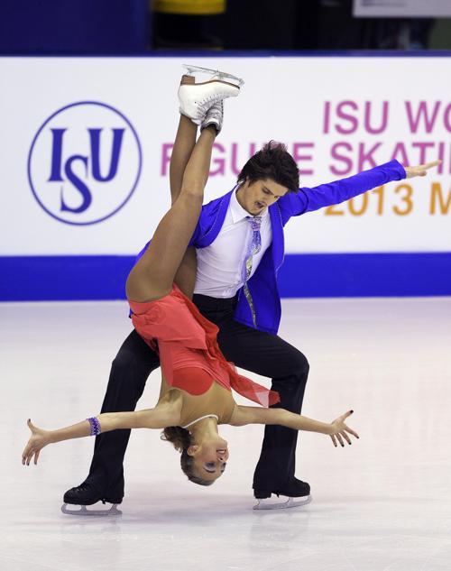 Российские фигуристы Александра Степанова и Иван Букин на юниорском Чемпионате мира в Милане 27 февраля 2013 года. Фото: Claudio Villa/Getty Images