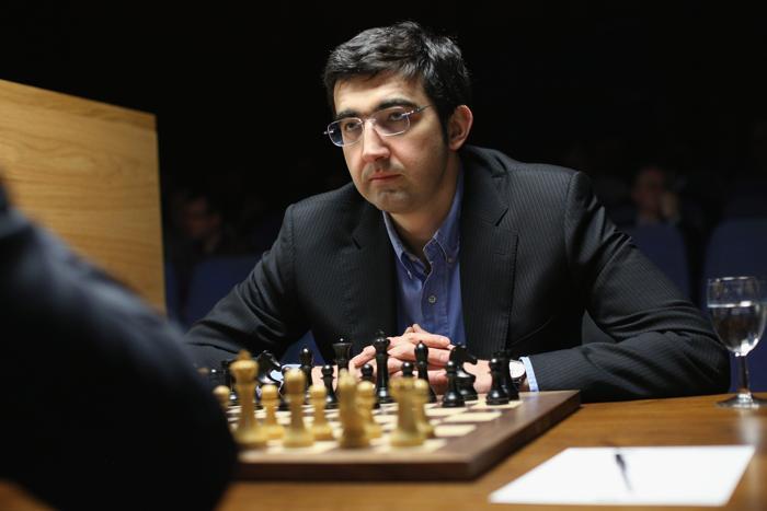 Россиянин Владимир Крамник победил соотечественника Александра Грищука. Фото: Oli Scarff/Getty Images