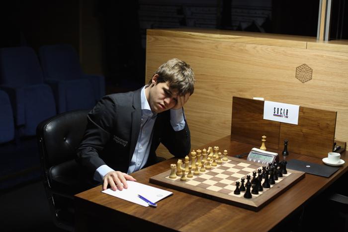 Первый номер ФИДЕ норвежец Магнус Карлсен победил гроссмейстера из Израиля Бориса Гельфанда. Фото: Oli Scarff/Getty Images