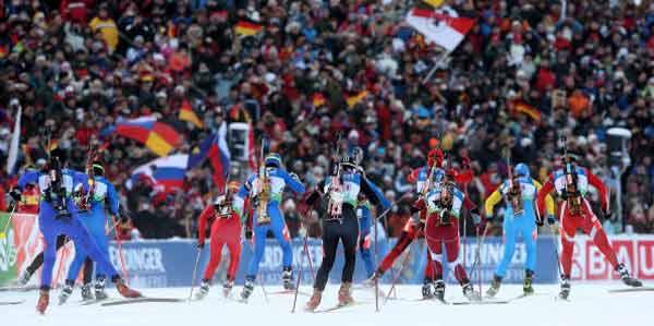 Российские биатлонистки выиграли эстафету на этапе Кубка мира. Фото: Lars Baron/Bongarts/Getty Images
