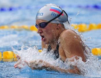 Анастасия Чаун завоевала золото чемпионата Европы на 200 метров брассом. Фото: ATTILA KISBENEDEK/AFP/Getty Images