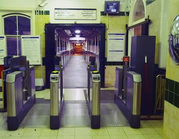 Вход в Лондонское метро. Фото: MAX NASH/AFP/Getty Images
