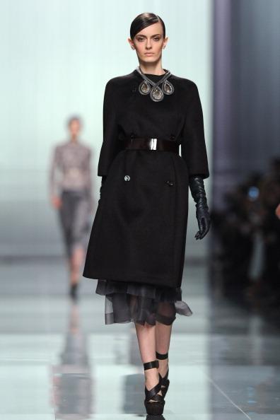 Нарядные платья, юбки, брюки  из коллекции Christian Dior осень-зима 2012 на показе моды в Париже. Фоторепортаж. Фото: Tullio M. Puglia/Getty Images
