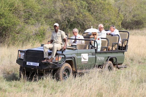 Принц Чарльз, принц Уэльский, и герцогиня Корнуэлльская Камилла побывали в сафари и посетили короля племени зулу в  Йоханнесбурге. Фоторепортаж из  Африки. Фото:  Chris Jackson/Getty Images