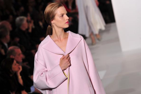 Коллекция модной одежды и аксессуаров Jil Sander сезона осень-зима 2012/2013 на показе моды в Милане. Фоторепортаж. Фото: GIUSEPPE CACACE/AFP/Getty Images