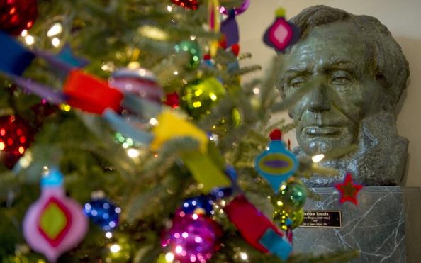 Рождественская елка, огни и украшения в Белом доме в Вашингтоне. Фото: Chip Somodevilla/Getty Images