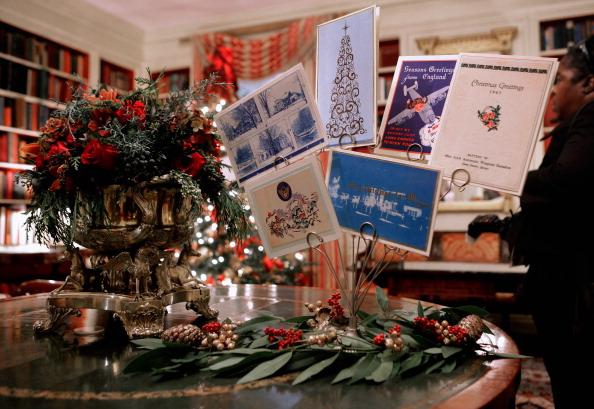 Первая леди США Мишель Обама с детьми готовит Рождественские украшения в Белом доме. Фото: Chip Somodevilla/Getty Images