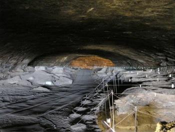Cвидетельства использования человеком огня исследователи обнаружили в пещере Wonderwerk в Южной Африке. Фото: M. Chazan/ sott.net