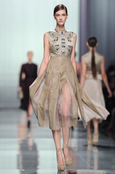 Вечерние  платья   из коллекции Christian Dior осень-зима 2012 на показе моды в Париже. Фоторепортаж. Фото: Tullio M. Puglia/Getty Images