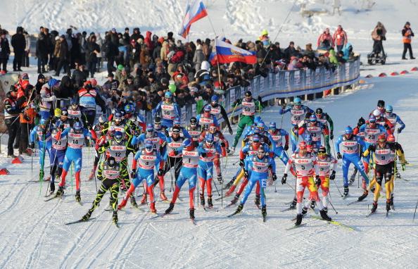 Фоторепортаж с соревнований лыжников в масс-старте  Кубка мира в Рыбинске. Фото: NATALIA KOLESNIKOVA/AFP/Getty Images