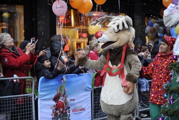 Рождественский парад от Harrods прошел по улицам Лондона. Фото: Steve Finn/Harrods via Getty Images