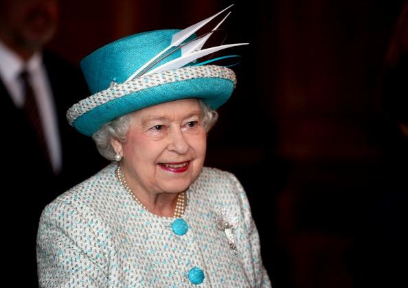 Королева Елизавета II  в день  60-летия своего правления в ратуше Кингс Линн в Норфолке. Фоторепортаж. Фото: Chris Radburn - WPA Pool/Getty Images