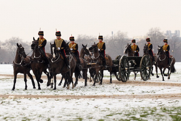 Празднование  60-летия правления Королевы Елизавета II открыл салют Королевской Конной артиллерии. Фоторепортаж. Фото: Oli Scarff/Getty Images