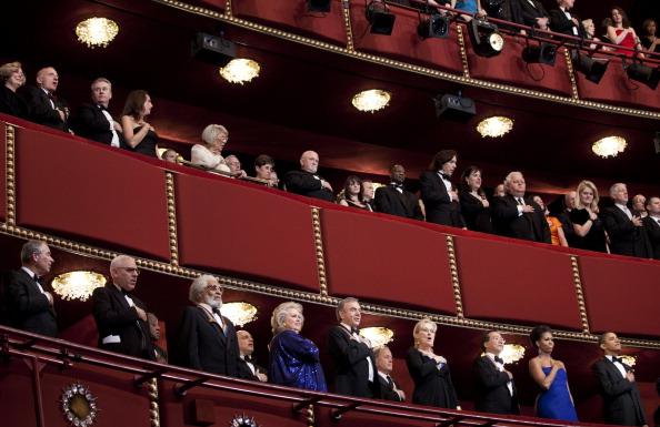 Барак Обама и Мишель Обама отмечают вручение премий Кеннеди-центра. Фото: Brendan Smialowski-Pool/Getty Images