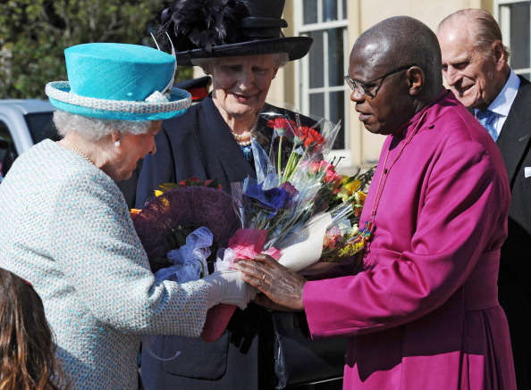 Архиепископ Йоркский Джон Сентаму и королева Елизавета II во время посещения службы в Йоркском соборе. Фоторепортаж. Фото: Arthur Edwards/WPA Pool/Getty Images