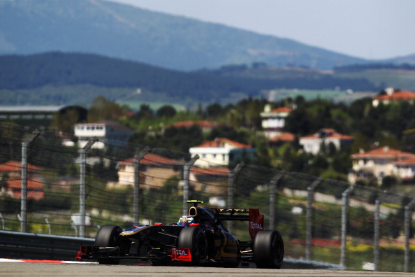 Феттель выиграл  этап Гран-при «Формулы -1».  Фоторепортаж с трассы Istanbul Park в Турции. Фото:  Mark Thompson/Paul Gilham/BULENT KILIC/Getty Images