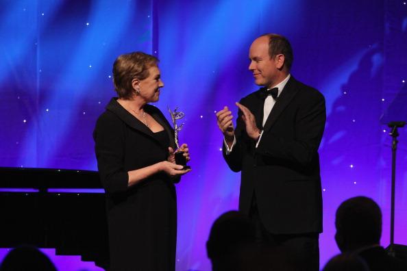 Фоторепортаж с церемонии награждения Джули Эндрюс премией фонда принцессы Грейс. Фото: Pascal Le Segretain / Getty Images для MONTBLANC