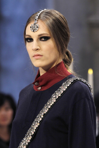 Модели одежды Chanel Metiers dArt. Фото: FRANCOIS GUILLOT/AFP/Getty Images