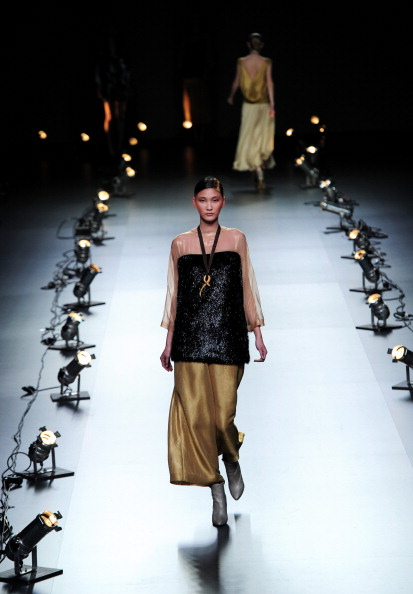Испанская мода от Duyos на Неделе моды Mercedes-Benz в Мадриде. Фоторепортаж. Фото: Jasper Juinen/Getty Images