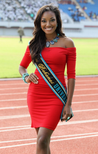 «Мисс Багамы» приветствовала принца Гарри на  стадионе в Нассау. Фоторепортаж. Фото: Chris Jackson, John Stillwell - Pool/Getty Images