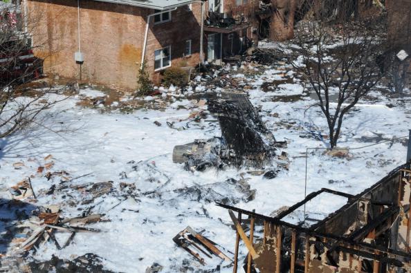 В результате сильного пожара, возникшего на месте крушения самолёта F/A-18D Hornet, в жилом комплексе Вирджиния-Бич сгорело или было повреждено около 40 квартир. Фоторепортаж. Фото: Antonio P. Turretto Ramos/U.S. Navy via Getty Images