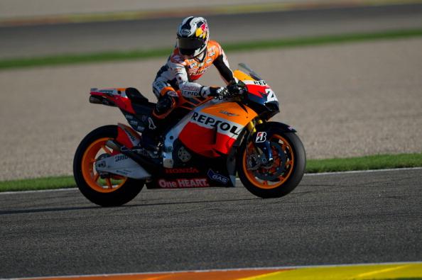 Фоторепортаж с MotoGP. Тестовые соревнования прошли на треке  Ricardo Tormo Circuit в Валенсии. Дани Педроса (Dani Pedrosa) на мотоцикле RC213V. Фото: Mirco Lazzari gp/Getty Images