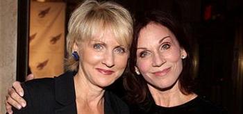 Марилу Хеннер (Marilu Henner) с сестрой Кристэл Хеннер (Christal Henner) на американском представлении  Wing Gala в отеле Plaza 26 сентября 2011 года. Фото: Bruce Glikas/FilmMagic