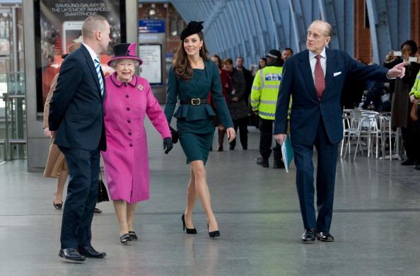 Королева Елизавета II открыла юбилейный тур посещением Лестера. Фоторепортаж. Фота: Paul Edwards-WPA Pool/Getty Images