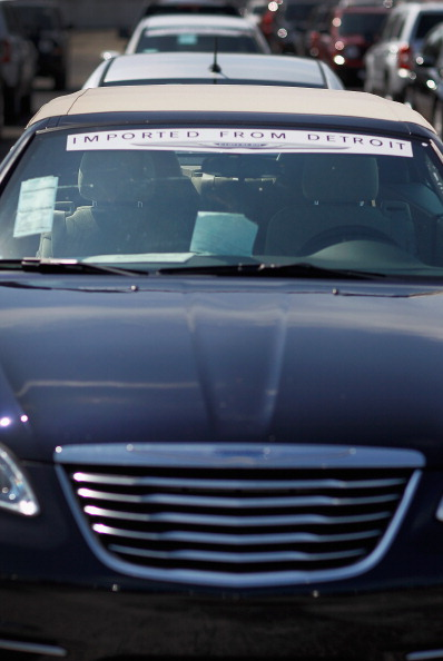 Фоторепортаж   о новых поставках джипов компанией Chrysler Group LLC. Фото: Raedle/Getty Images