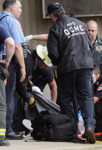 Вертолет упал в Ист-Ривер в Нью-Йорке: погибла британская туристка. Фоторепортаж с места происшествия. Фото: Mario Tama/Getty Images