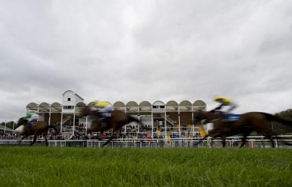 Фоторепортаж  со скачек на  ипподроме в Ноттингеме в  Англии. Фото: Alan Crowhurst/Getty Images