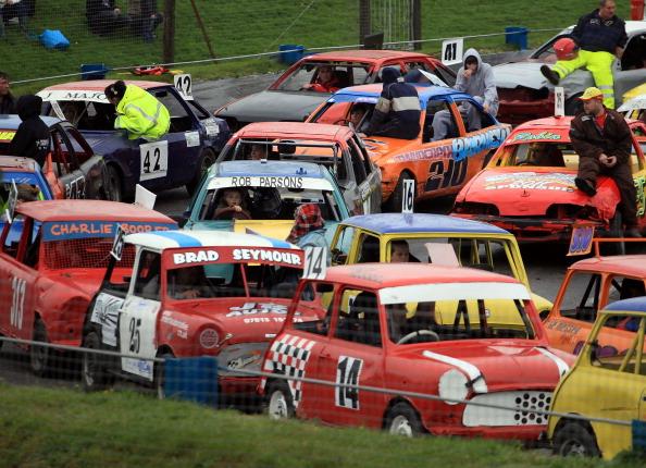 Гонки на старых автомобилях. Фоторепортаж с гоночной трассы Мендип. Фото: Matt Cardy/Getty Images
