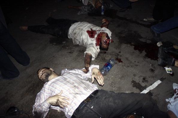 В результате столкновений военных и полиции с демонстрантами в Каире погибли 24 человека. Фоторепортаж с места происшествия. Фото: AFP/Getty Images