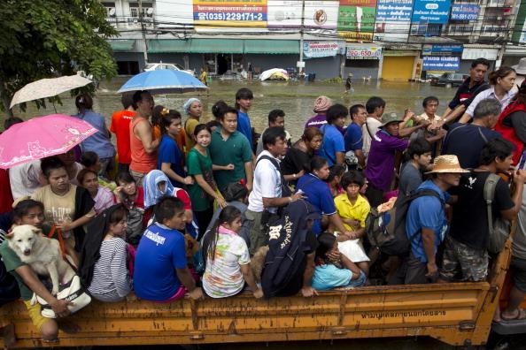 Наводнение в тайской провинции Аюттхая. Фоторепортаж из Таиланда. Фото: Paula Bronstein/Getty Images