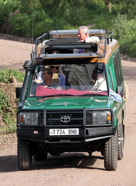 Фоторепортаж о принце Чарльзе и герцогине Корнуэлльской Камилле в Национальном парке Аруша в Танзании. Фото: Gareth Fuller - Pool/Getty Images