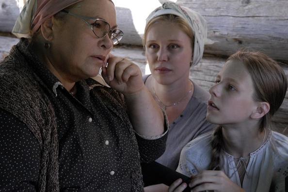 Нина Усатова, Елизавета Арзамасова на съемках фильма «Поп». Фото с сайта ruskino.ru