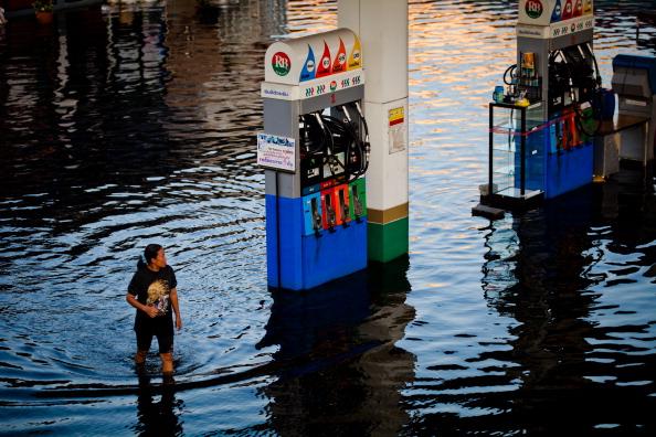 Наводнение в Бангкоке: затопленной остается пятая часть города. Фото: Daniel Berehulak/Getty Images