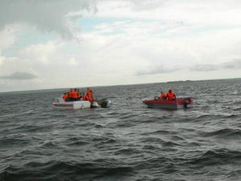 Спасатели извлекли тела восьми погибших.  Официальное число жертв катастрофы теплохода «Булгария» возросло до   8 человек.  Фото с сайта МЧС