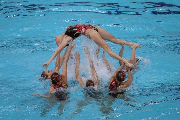 Фоторепортаж с  выступления команд по синхронному плаванию в Пекине. Фото:  Feng Li/Getty Images