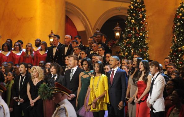 Барак Обама, Мишель Обама  и их дочери, Саша  и Малия на записи шоу «Рождество в Вашингтоне». Фоторепортаж из Национального музея строительства.  Фото: SAUL LOEB/AFP/Getty Images