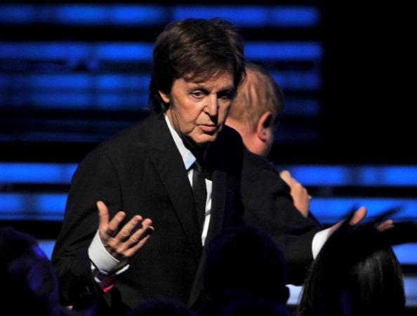 В память Уитни Хьюстон. «Грэмми» началась с песни Уитни Хьюстон из «Телохранителя». (Paul McCartney). Фоторепортаж. Фото: Taylor Hill, Kevin Winter, JOE KLAMAR/AFP/Getty Images