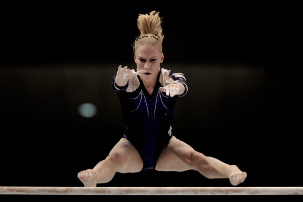 Выступление лучших гимнасток.  Фоторепортаж с ЧМ по спортивной гимнастике в Токио. Фото: Lintao Zhang/Getty Images