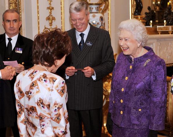 Королева Елизавета II устраивает прием в Букингемском дворце для членов австралийской общины. Фото: John Stillwell WPA Pool/Getty Images