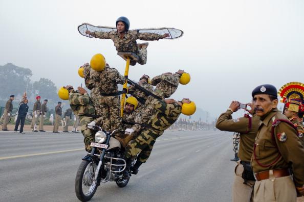 Парад индийских солдат в подготовке к празднованию Дня Республики в Нью-Дели. Фоторепортаж. Фото: Daniel Berehulak /Getty Images