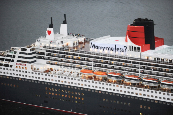 День святого Валентина празднуют на борту лайнера Queen Mary 2 в Сиднее. Фоторепортаж. Фото: James Morgan/Carnival Australia via Getty Images